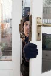 You don't want to meet this burglar!